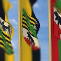 PRESSEMITTEILUNG: Zusammenlegung von Landes- und Landesdienstflagge  des Bundeslandes Sachsen-Anhalt